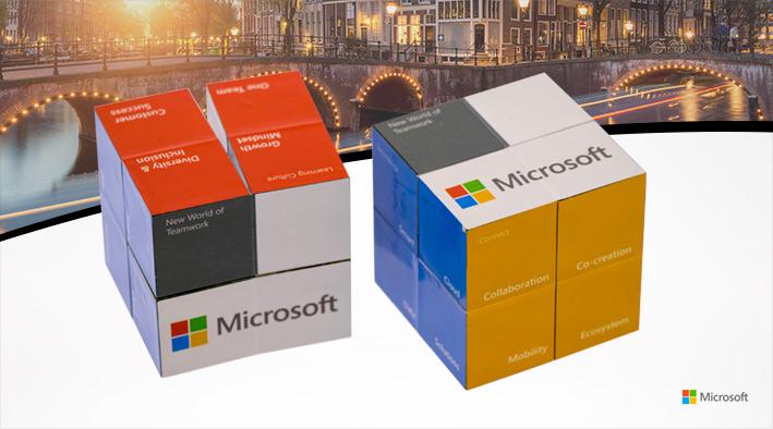 Vouwkubus Als Weggever Bij Feestelijke Opening Microsoft